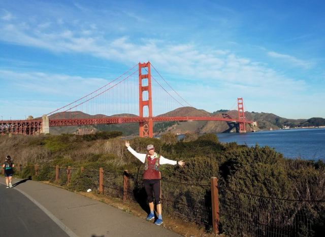 Sara Kurth running the Golden Gate Bridge