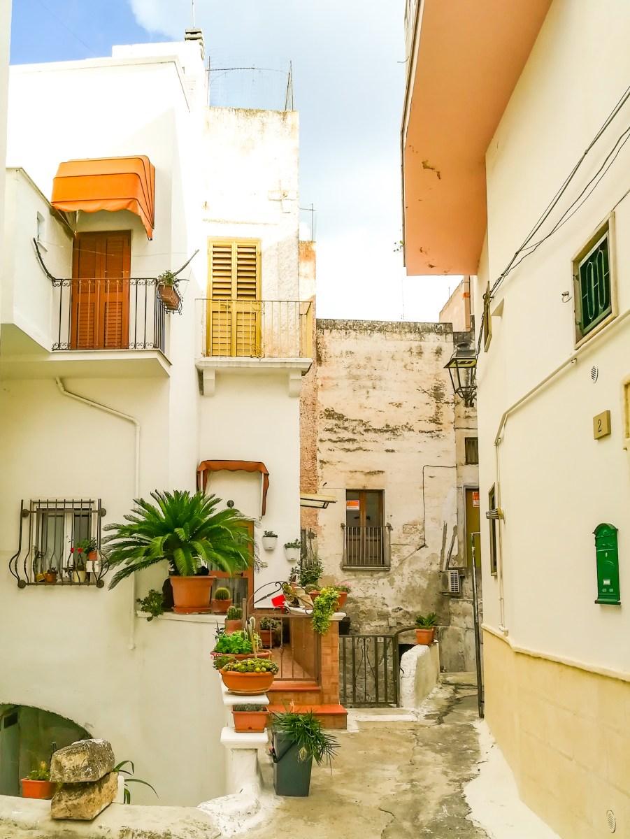 Massafra: il centro storico e il Santuario di Gesù Bambino