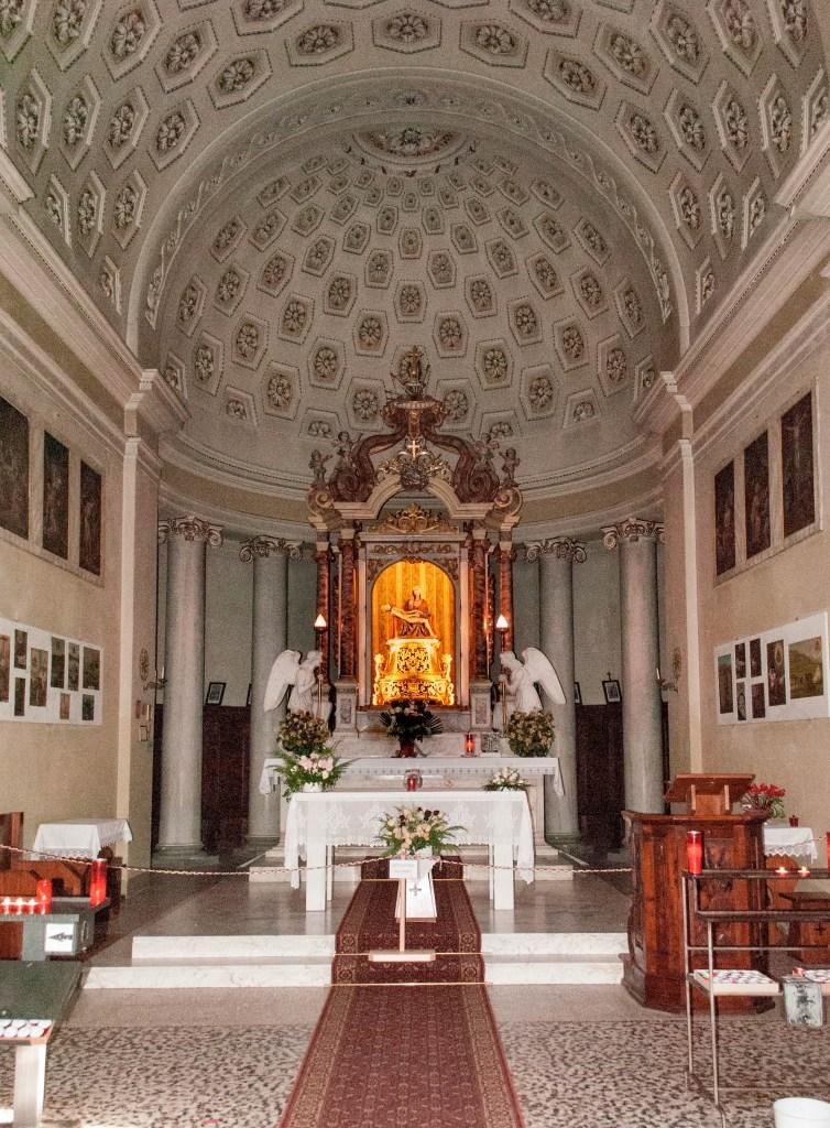 Interno del Santuario della Madonna Addolorata