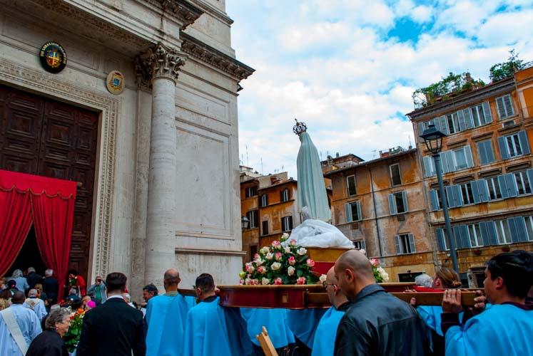 Ingresso Chiesa San Salvatore in Lauro