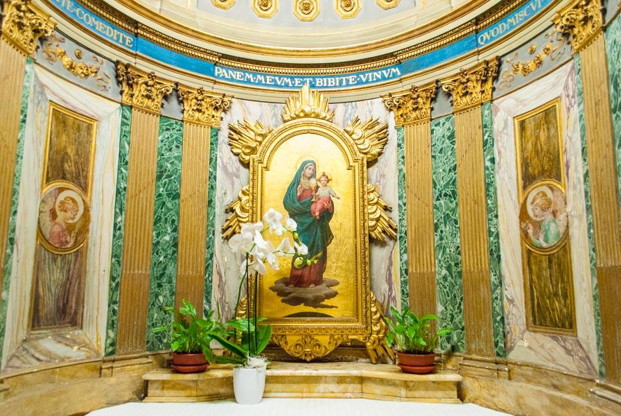 Interno Chiesa SS Claudio e Andrea dei Borgognoni