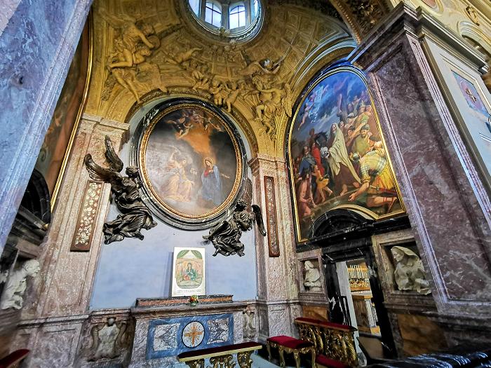 interno-Basilica-san-lorenzo-in-lucina