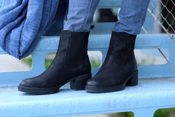 british outfit ootd dutch fashion blogger sarandaadriana trenchcoat chelsea boots furla DL1961 Boohoo15