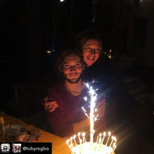 Toby Regbo: diretta Dream It. Toby Regbo festeggia il compleanno con mamma Chiara (18 ottobre 2019)