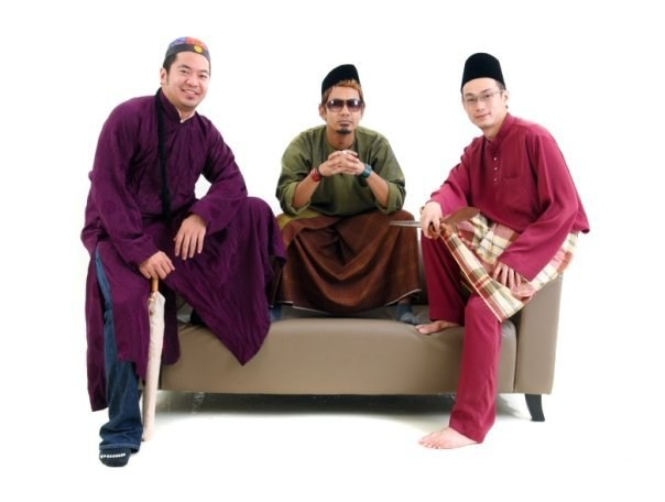 This traditional attire looks better - except it is explained that it was just a'Raya joke' by Yakub Tufail!