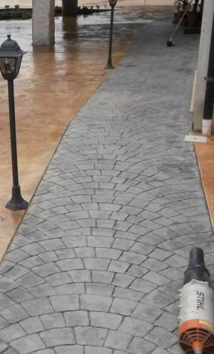 Pavimento stampato in sanpietrini realizzato su stradella