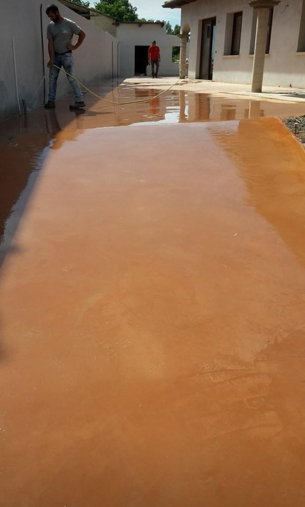 Pavimento industriale color tabacco realizzato a Riola