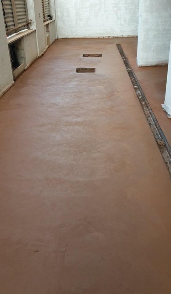 Pavimento industriale color tabacco realizzato nei parcheggi condominiali presso nuove palazzine ad Oristano