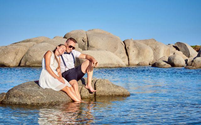 Outfit für eine Strandhochzeit auf Sardinien