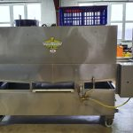 Laveuse LCPI de caisses à volaille avec tunnel dosatron
