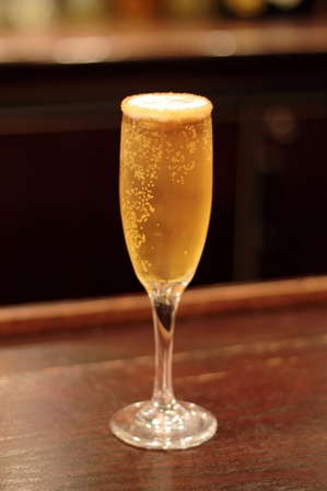 NYE_cocktails_SparkingCinnamonAppleCocktail