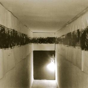 sala Tanatos |sala de 1 x 7 metros · grabado de 15 metros de largo