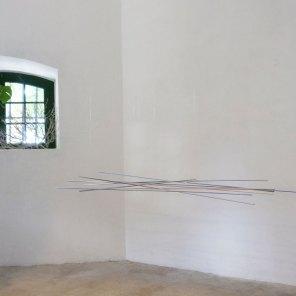 vista de expo | móvil azul-violeta | 280 x 120 x 50 cm
