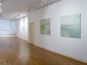 Sala interior | 2 Óleos sobre tela 100 x 100 cm de la serie Além Mar Estructura móvil B 3 óleos | 30 x 60 cm