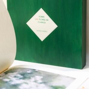 Caja de libro + Jazmín