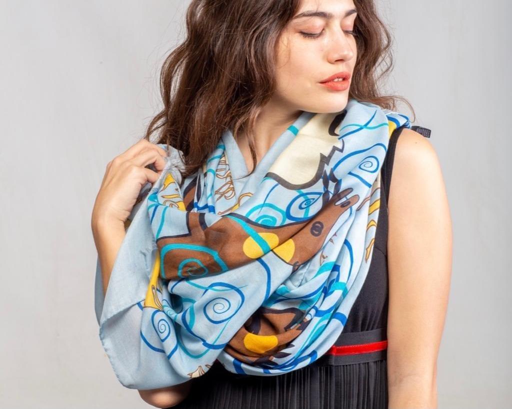 L'arte sarda in una tela da indossare, la collezione di foulard made in Sassari