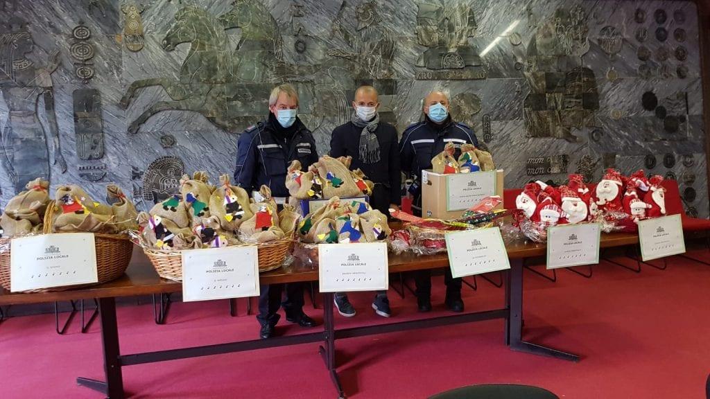 A Sassari la pandemia non ferma la Befana della polizia locale