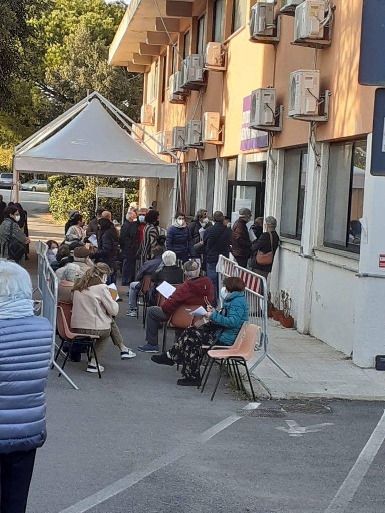 Aggredito il direttore del Centro vaccini di Alghero dal familiare di una 90enne