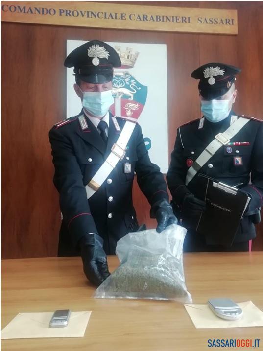 Spaccio in centro a Sassari, coppia arrestata con 3 etti di marijuana