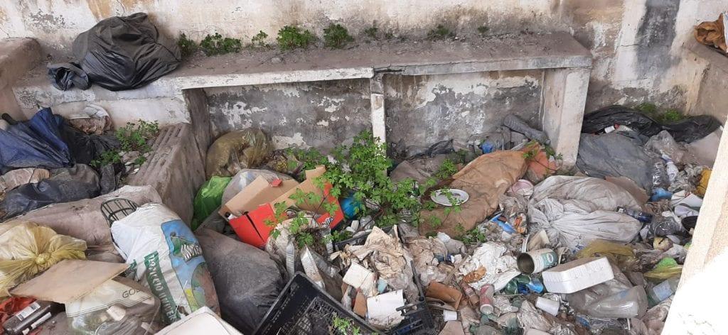 Discarica di rifiuti nell'ex lavatoio di Sassari, tra abbandono e degrado