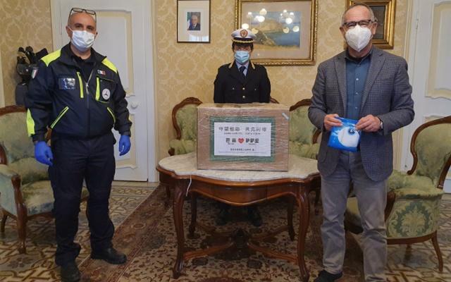 Consegna mascherine e tute dalla Cina