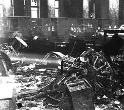 1919 Chicago Dirigible Crash inside bank