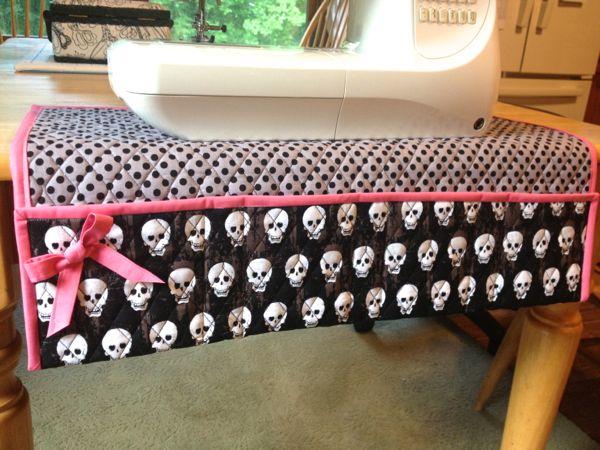 sewing_machine_mat_skulls