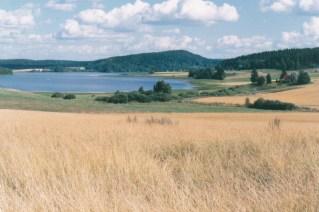 Mouhijärvellä on suuria korkeusvaihteluita. Kuvassa Tupurlanjärvi ja Ryömälänvuori.