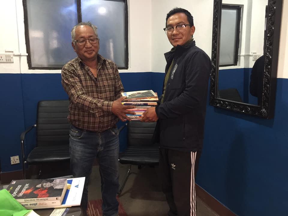 ' बारपाकलाई एक पुस्तक ' अभियानलाई एकमुष्ठ २० थान पुस्तक सहयोग