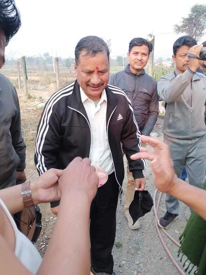 सहिद परिवारलाई भेटेर बिप्लव काठमाडौं आउदै