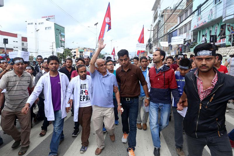 काठमाडौंमा बृहत नागरिक आन्दोलनको प्रदर्शन
