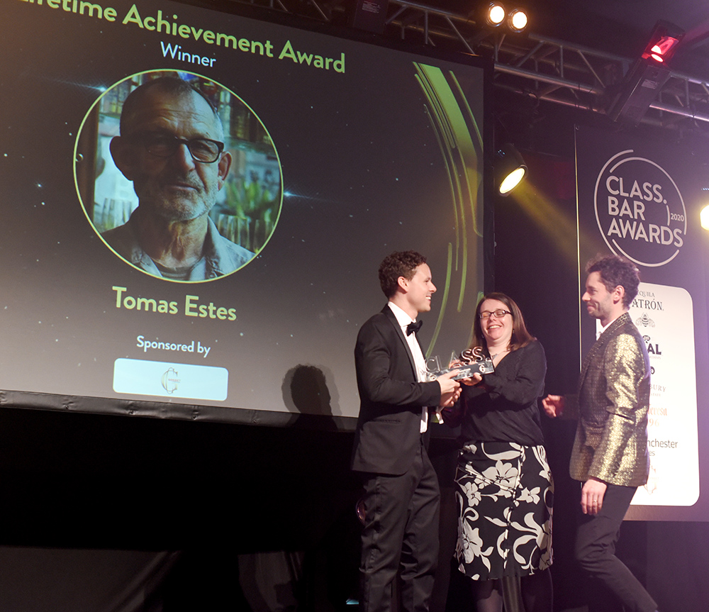 Tomas Estes prize received by Jesse at CLASS Bar Awards 2020 ©Sated Online