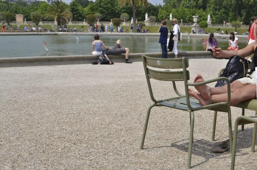 Smoking French girl in Paris