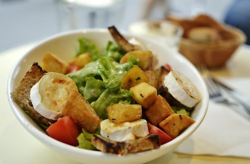 Solo salad in Paris