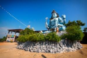 via www.atlasandboots.com/wp-content/uploads/2017/04/Things-to-do-in-Trincomalee-Sri-Lanka-koneswaram-temple.jpg
