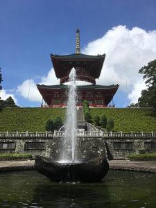 平和の大塔下にある噴水