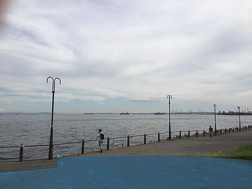 大黒海づり公園(横浜港シンボルタワー側)