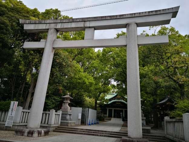 王子神社(鳥居と境内)