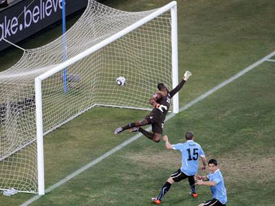 Uruguay şi Olanda în semifinală