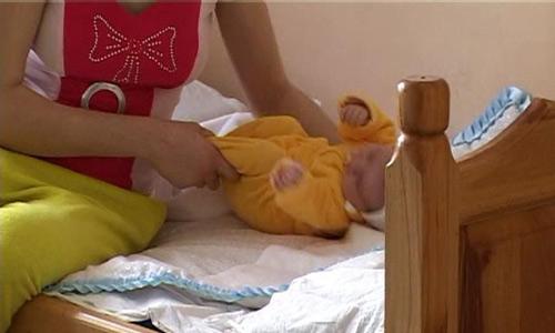 Aproape 100 de bebeluşi, în grija asistenţilor maternali