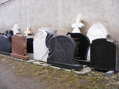 Criza a lovit și firmele de monumente funerare