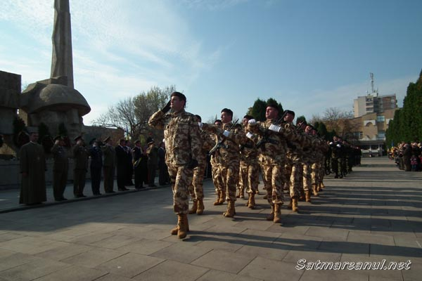 Imagini pentru armata romana 25 octombrie defilare