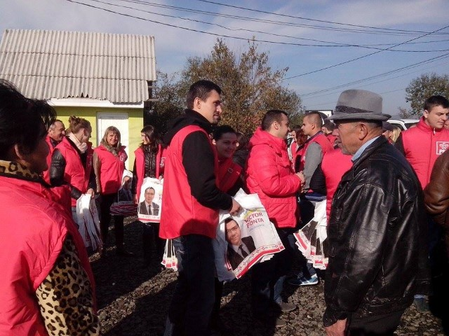 Echipa de campanie a PSD Satu Mare, în mijlocul cetățenilor din Bixad