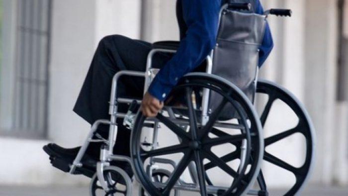 Persoanele cu dizabilităţi se plâng că secţiile şi cabinele de votare nu sunt accesibilizate