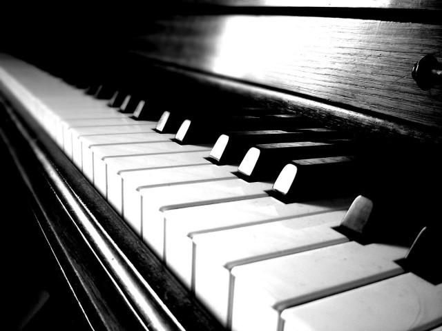 """Recital la două piane, la Filarmonica """"Dinu Lipatti"""" din Satu Mare"""