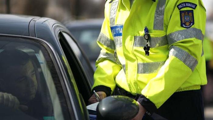 Zeci de șoferi lăsați fără permise de conducere