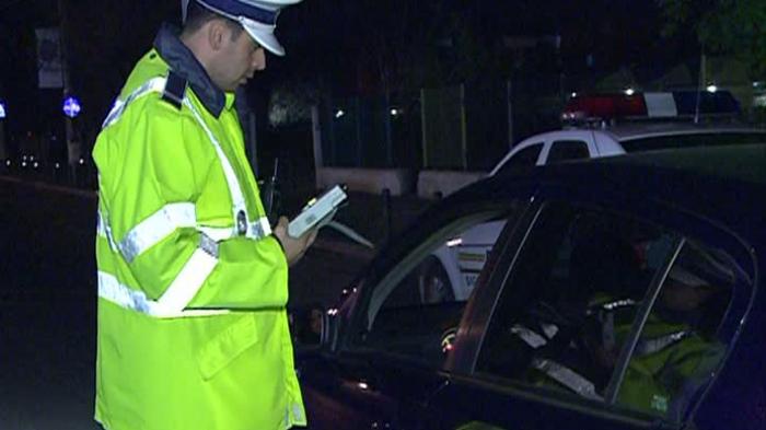 Șofer mort de beat, oprit de polițiști. Are permisul anulat din 2007