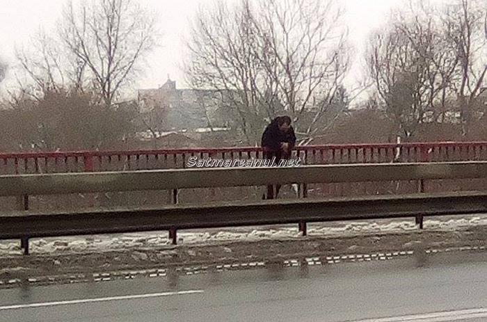 Un bărbat a încercat să se arunce de pe podul Golescu (galerie foto)