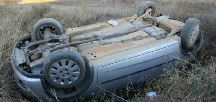 Accident cu patru persoane rănite. S-au răsturnat cu mașina în șanț