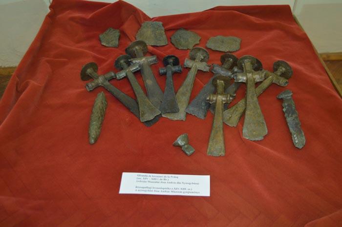 Frânturi din istoria Țării Oașului, expuse la muzeu. Artefacte vechi de mii de ani (Foto)